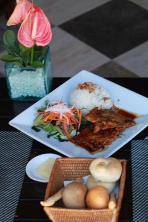 Puri Santrian Beach Club Bar & Restaurant : свинина