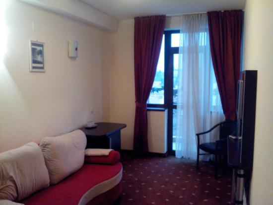 Hotel Roberts: Двухкомнатный номер с балконом и видом на город
