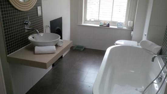 Montagu Place Hotel: Bathroom