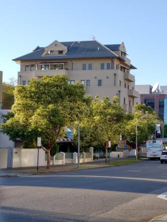 Wyndham Outram Perth: View of outside of hotel