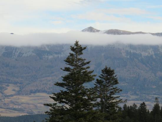 Les Blanches Provencales : vue sur la montagne