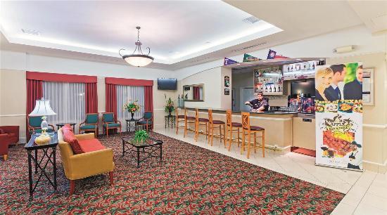 La Quinta Inn & Suites Arlington North 6 Flags Dr: Bar