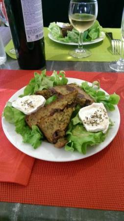 Boisset, Francia: salade de chèvre et pounti tiède