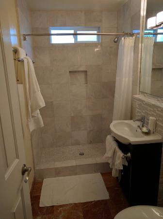 Vendange Carmel Inn & Suites: IMG_20151221_091350_large.jpg