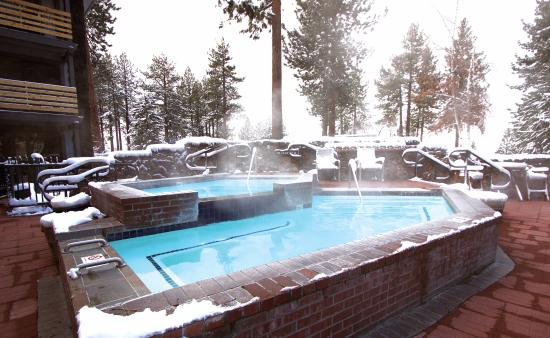 Hotel Azure Hot Tub In Winter