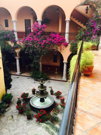 Antigua Capilla Bed and Breakfast: Courtyard View