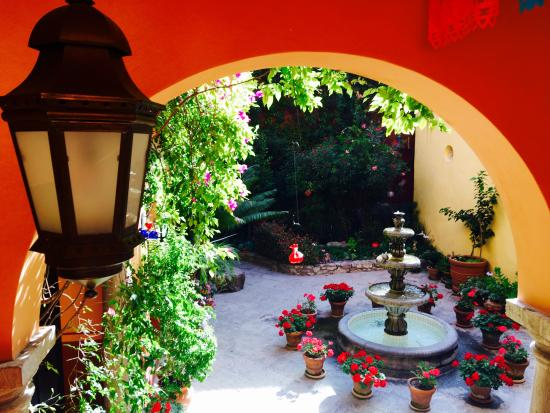 Antigua Capilla Bed and Breakfast: Courtyard