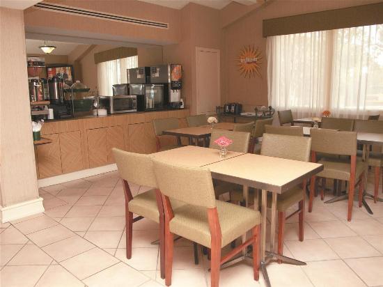 La Quinta Inn Lafayette North: Breakfast Area