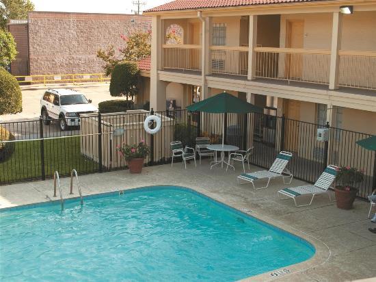 La Quinta Inn Lafayette North: Pool