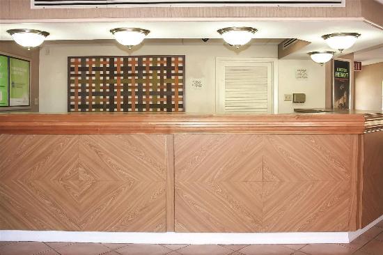 La Quinta Inn Lafayette North: Lobby