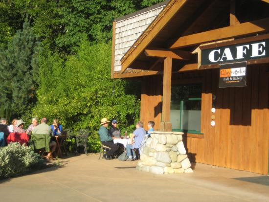 Gold River, Canadá: Dinner at Clayworks Cafe and Gallery - Aug 15, 2015