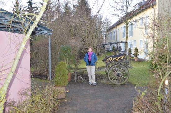 Hallbergmoos, Tyskland: way to the dinning area