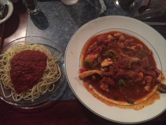 Bello Vita: Wonderful chicken cacciatore with side of spaghetti!