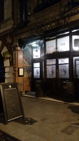 Fox & Anchor : view from the outside