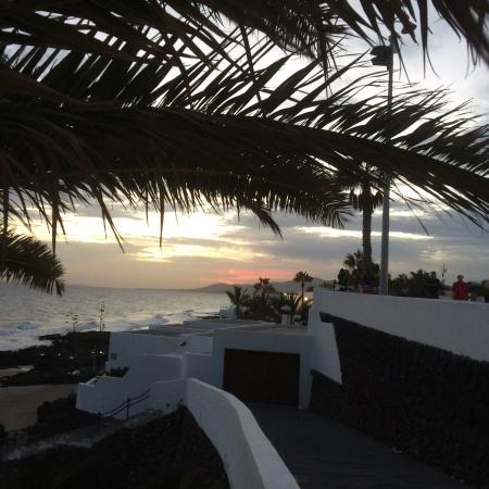 Corona Mar Apartments: Utsikt mot havet fra sentrum