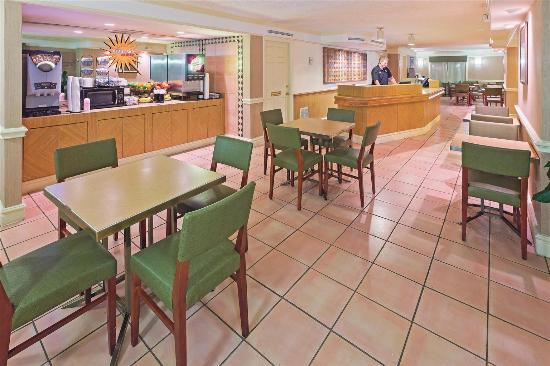 La Quinta Inn San Antonio Lackland: Lobby