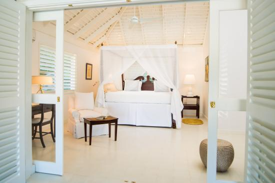 Round Hill Hotel & Villas: Bedroom in Villa 13
