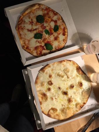 Photo of Pizza Place da portare via at Willemsparkweg 178, Amsterdam 1071 HV, Netherlands