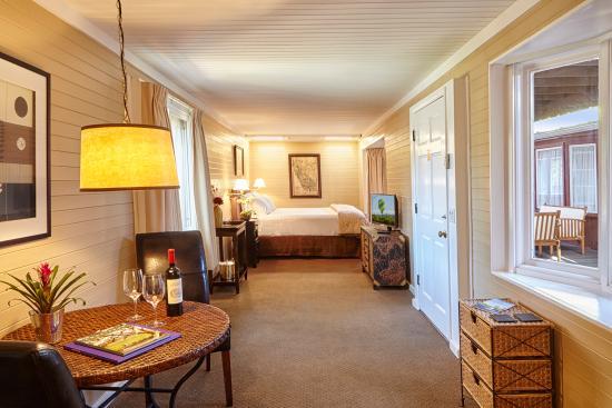 نابا فالي ريلواي إن: Railcar King Bed Room