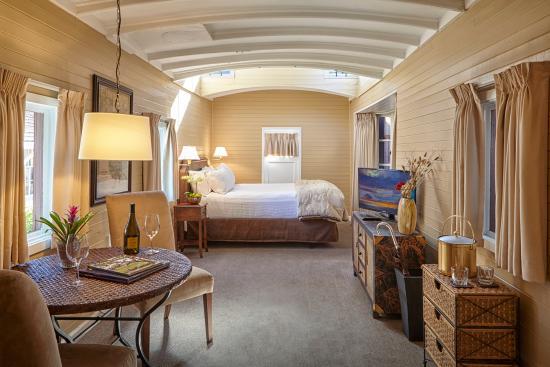 Napa Valley Railway Inn: Caboose Queen Room