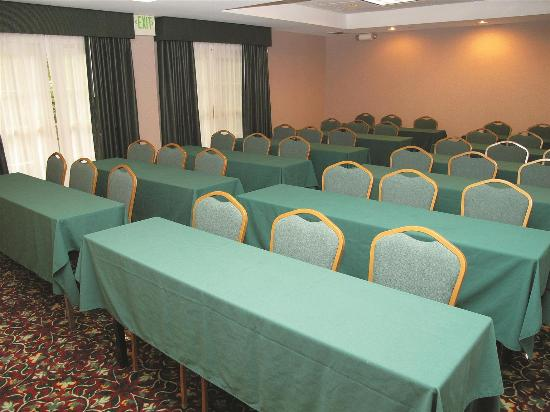 La Quinta Inn & Suites St. Louis Westport: Meeting Room