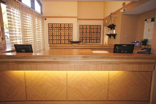 La Quinta Inn & Suites Salt Lake City Layton: Front Desk