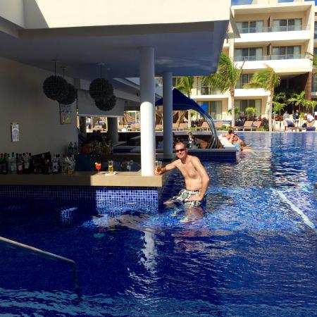 diamond club by pool picture of royalton riviera cancun resort spa puerto morelos tripadvisor. Black Bedroom Furniture Sets. Home Design Ideas