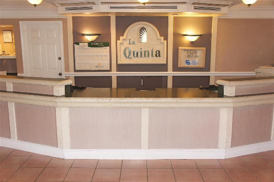 La Quinta Inn San Antonio Vance Jackson: Front Desk
