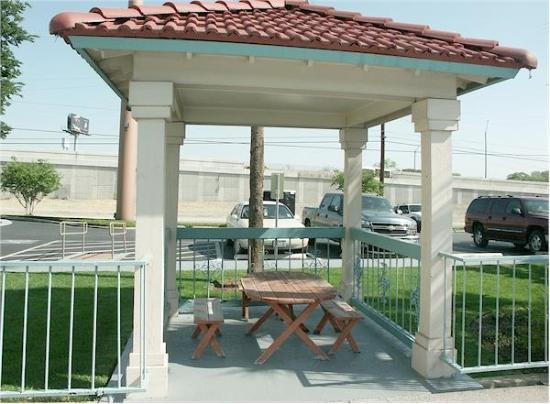 La Quinta Inn San Antonio Vance Jackson: Exterior