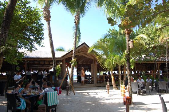 Paradise Beach Hotel: live music outside of bar