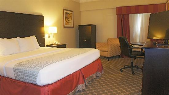La Quinta Inn & Suites Panama City Beach: Guestroom