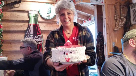 Anderson, Güney Carolina: owner - surprised everyone in the shop with a slice of free Christmas cake!