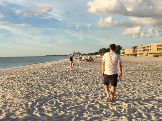 Tradewinds Beach Resort: photo2.jpg