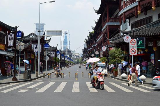 Shanghai Fuzhou Road Cultural Street: Divertida calle comercial en Shanghai