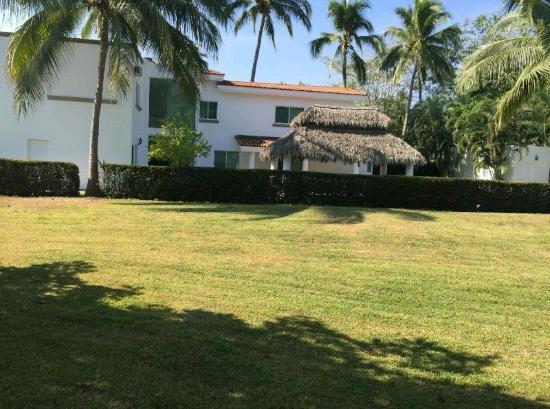 Hotel Playa de Santiago: Club Santigo a una cuadra de la playa informes al 3336770082 $6,500 la noche para 12 personas