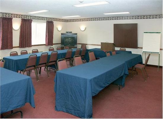 Baymont Inn & Suites Piqua: Meeting room
