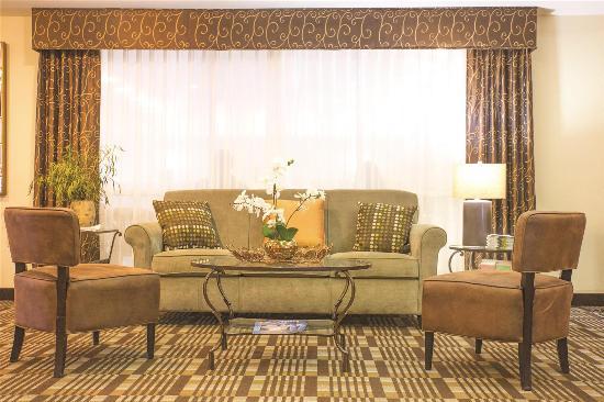 La Quinta Inn Springfield East : Lobby view