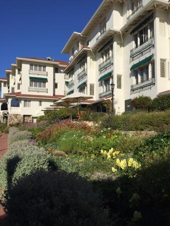 La Playa Carmel: The garden behind the main hotel
