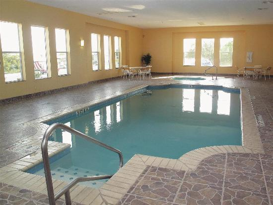 La Quinta Inn & Suites Kerrville : Pool view