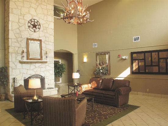 La Quinta Inn & Suites Kerrville: Lobby view