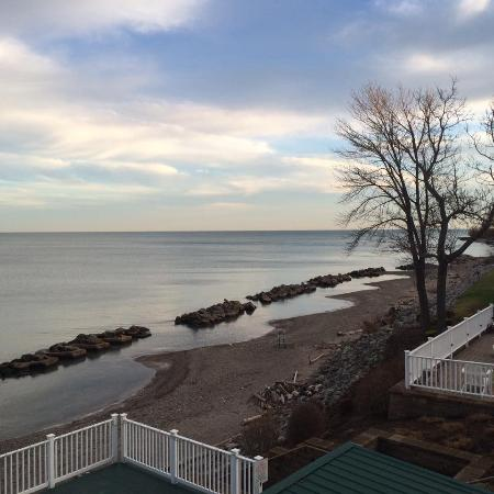 The Lakehouse Inn: view from Beach house