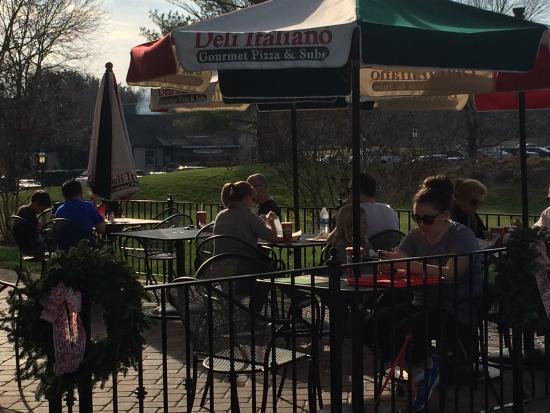 Great Falls, VA: Good pizza and calzones!