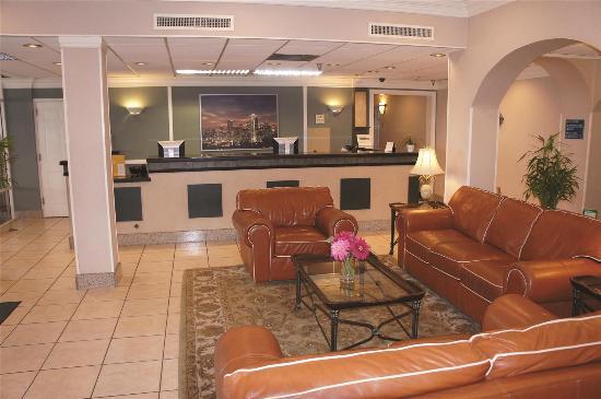 La Quinta Inn Lynnwood: Lobby view