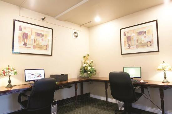 La Quinta Inn Lynnwood: Business center