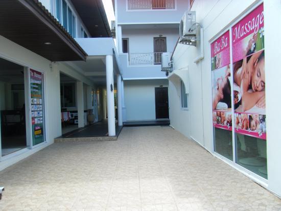 Mareeya Place: Entrance