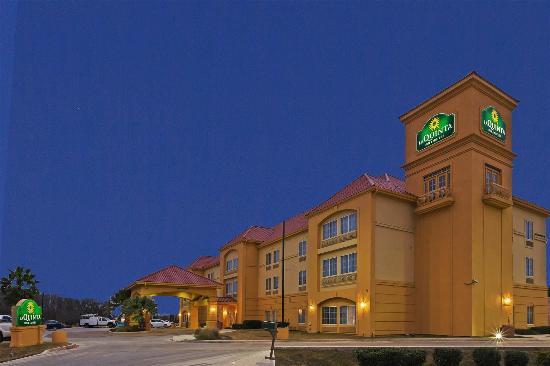 La Quinta Inn & Suites Seguin: Exterior view