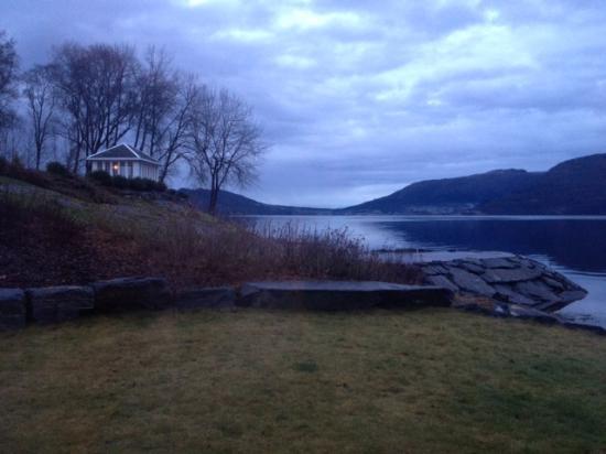 Angvik Gamle Handelssted - by Classic Norway: Havet rett ved