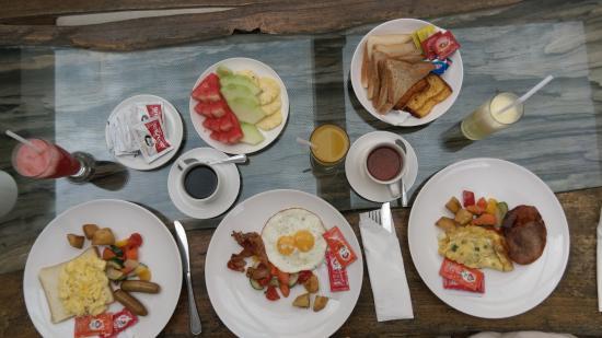 Pandawa Beach Villas & Spa: american breakfast with bread,egg,bacon.ham,fruit,tea,coffee and juice :)