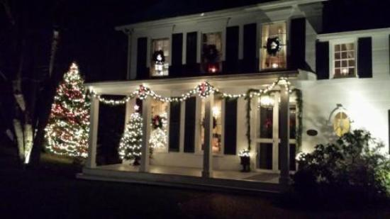 Inn at Stony Creek at Christmastime