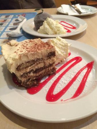 Brookvale, Australia: Tiramisu and ice cream